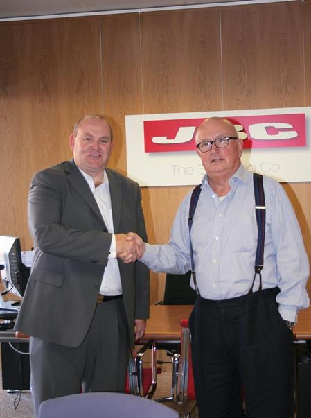 Mike Nelson, Etek Europe's Managing Director (left), and Jaime Benet, President & CEO of JBC Tools.