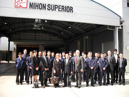 Commemorative photo in Toyonaka Factory