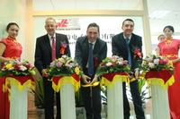 Official inauguration in traditional Chinese style: Jürgen Klohe, Denis Giba and Benjamin Klingenberg cut the ribbon. (from left to right)