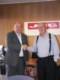 Mike Nelson, Etek Europe's Managing Director (left), and Jaime Benet, President & CEO of JBC Tools.