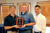 Technica USA receives the Representative of the Year Award from Harry H. Yun (L), General Manager, Koh Young America.