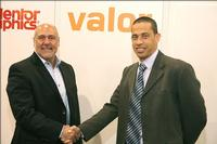 Craig Green, CEO of OEM Worldwide (left), purchased the Valor software solutions from Dan Hoz (right), general manager of the Valor Division of Mentor Graphics at the IPC/APEX Expo 2010.