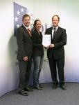 From left to right: Dirk Schwingel, (Chief Financial Officer, Viscom AG), Alexandra Mattucci (Sales Assistance, Viscom AG), RD Tobias Röper, main customs office, Hannover
