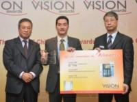 Mr. Wong Kin Keong (middle), Sales General Manager of SEAS China, receives the SMT China Vison Award during the ceremony held at Nepcon Shanghai on April 20th.